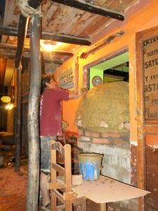 Making a Pizza Oven - Quechua Bar Ollantaytambo